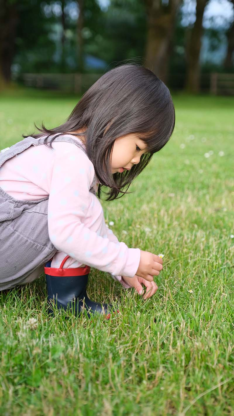10+ Outdoor Activities for Toddlers During COVID-19