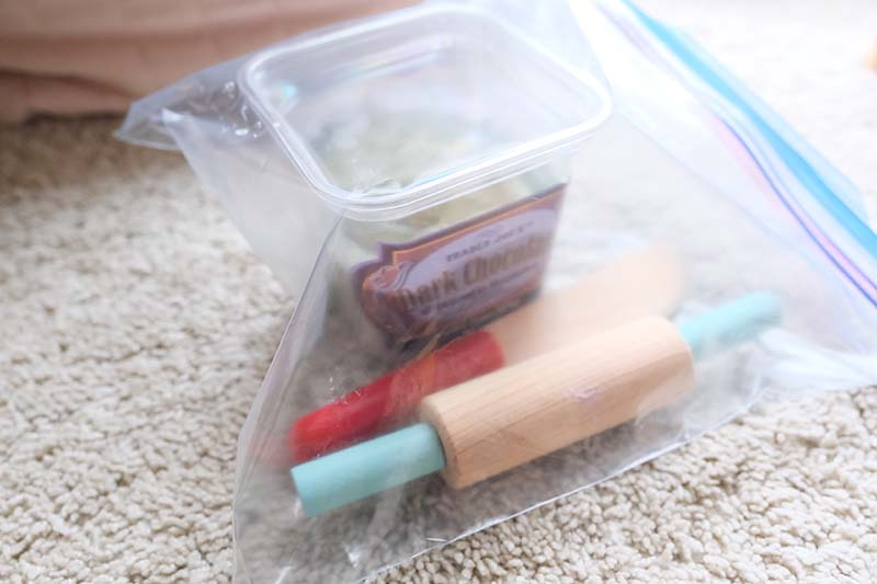 10 Engaging Toddler Busy Bags for Long Flights