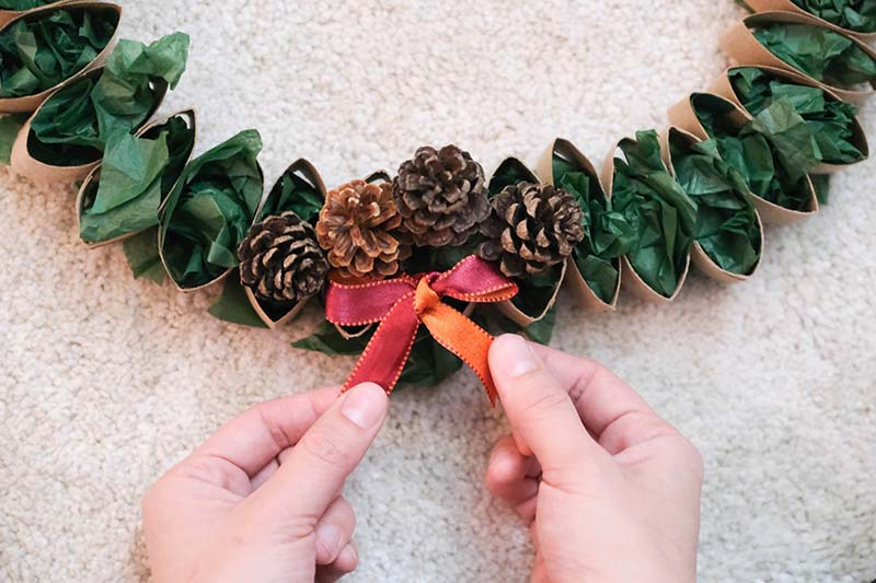 Cardboard Tube Christmas Wreath to DIY With Toddler